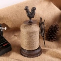 Bobine de fil en métal design coq