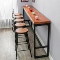 Longue table de bar de mur en métal et bois plein