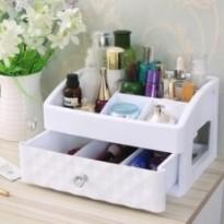 Boîte de rangement cosmétiques en plastique.